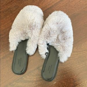 Urban outfitters sz8  slipper slides
